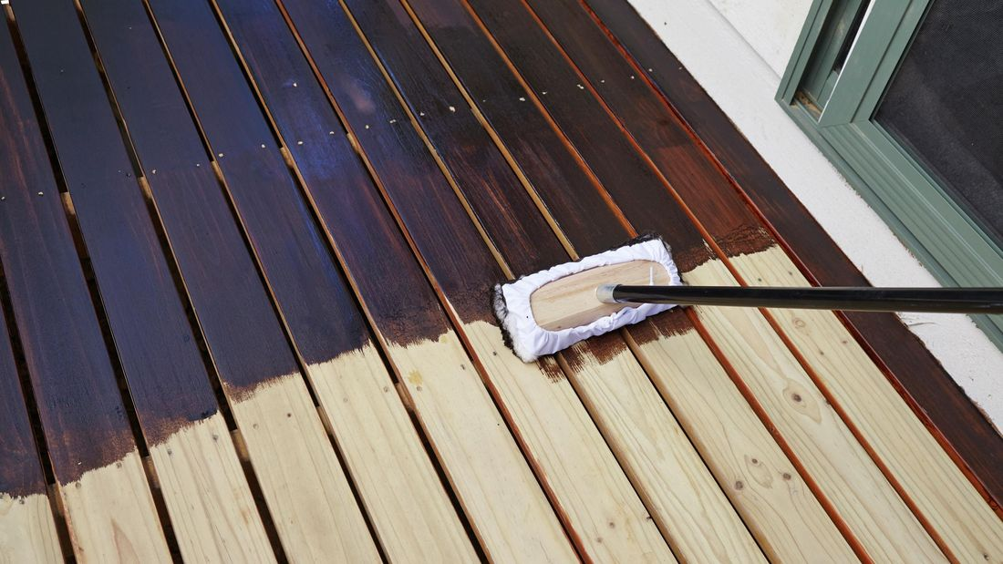 Staining a wooden deck with varnish
