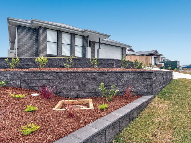 garden edge in front of a house