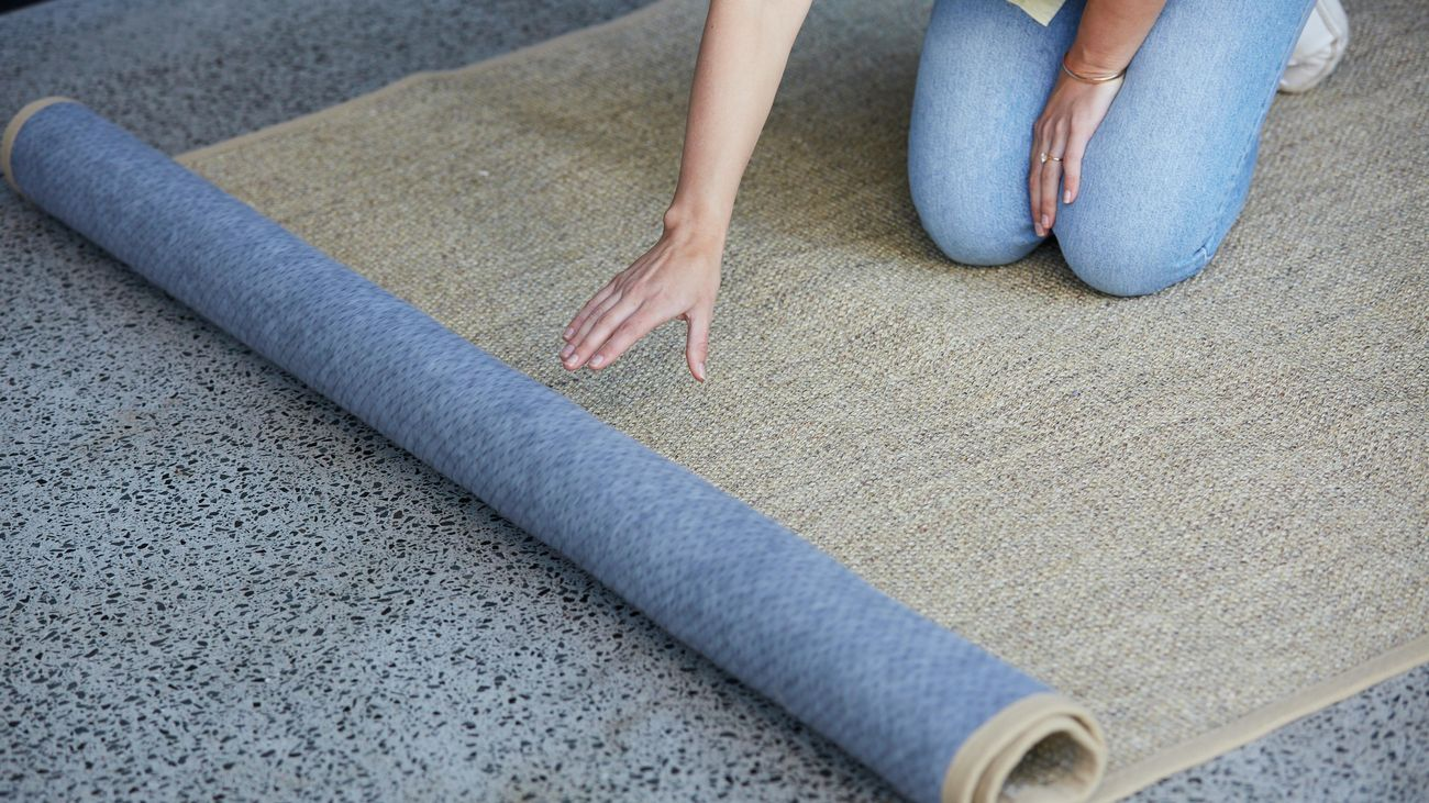 Laying an outdoor rug down over concrete