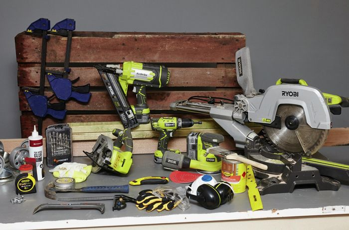 The tools and materials necessary for making an outdoor pallet coffee table on wheels