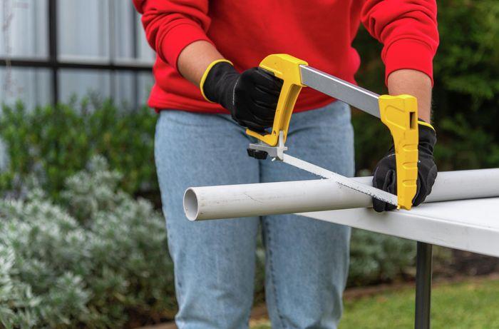 using hacksaw to cut pvc pipe