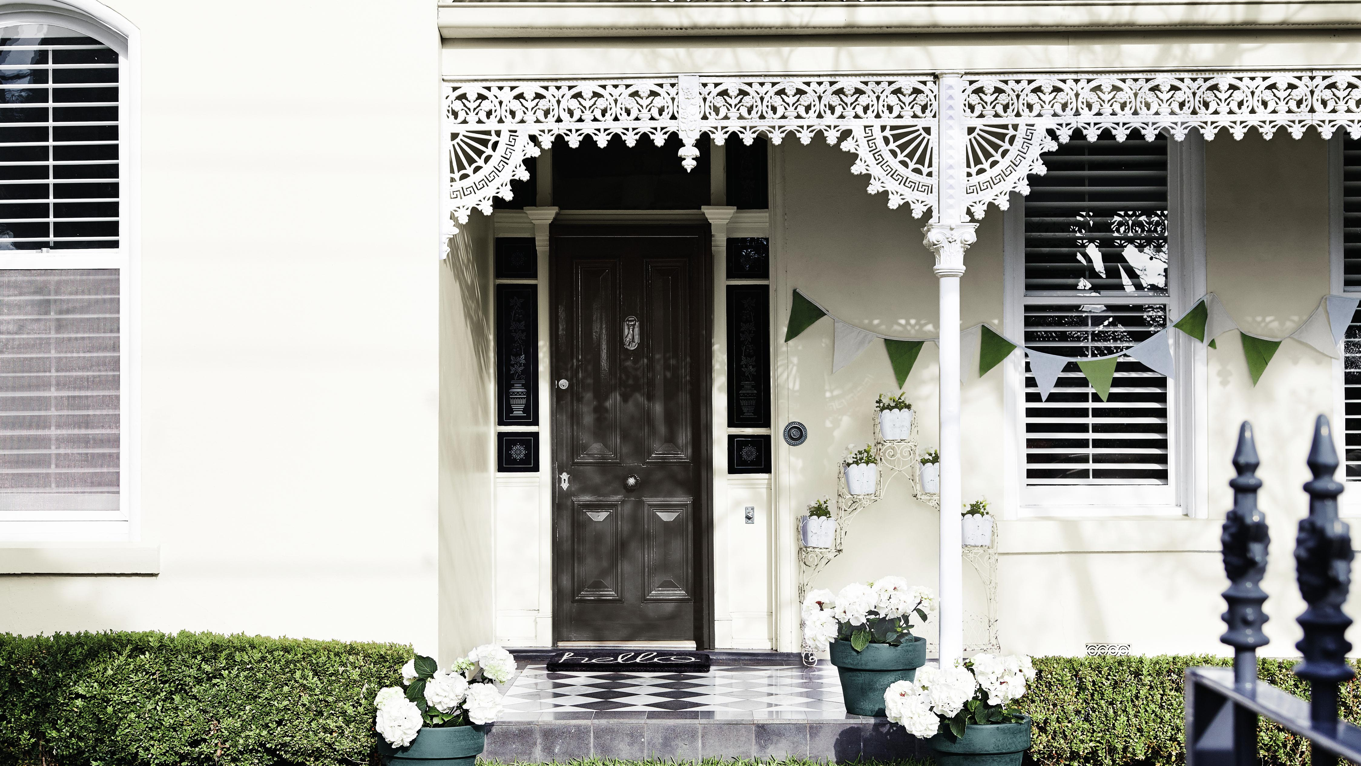 Lime white painted house facade - Front yard - Medium - Dulux