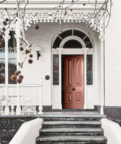 Painted brick house - Pastel peach door - Cottage house - Medium - Dulux