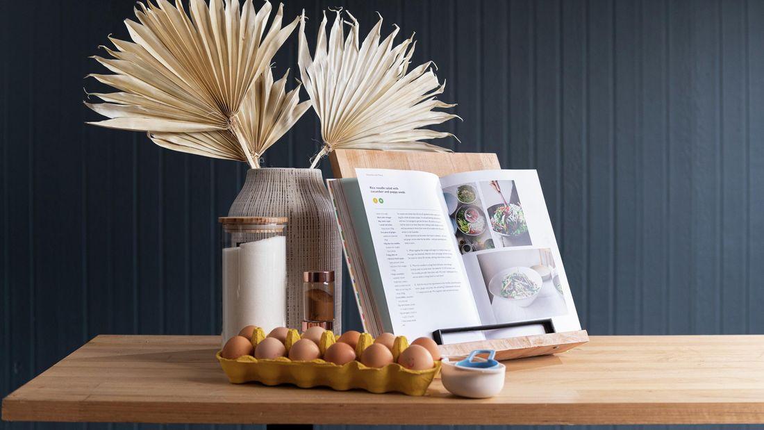Wooden cookbook with black matte handle