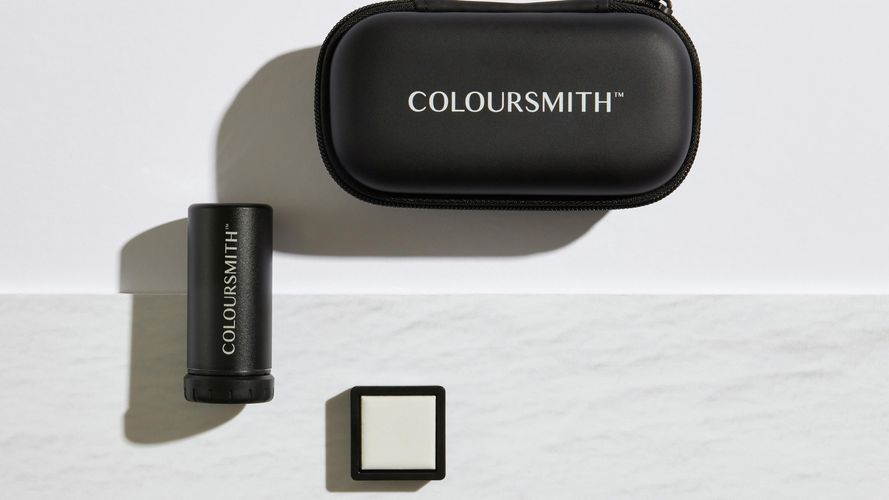 Close up of Coloursmith reader rool, its case and its calibration tile