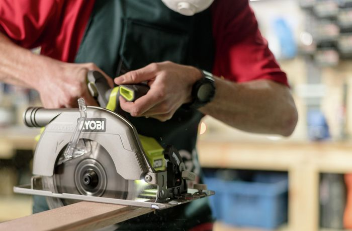 Bunnings team member showing how to use a circular saw