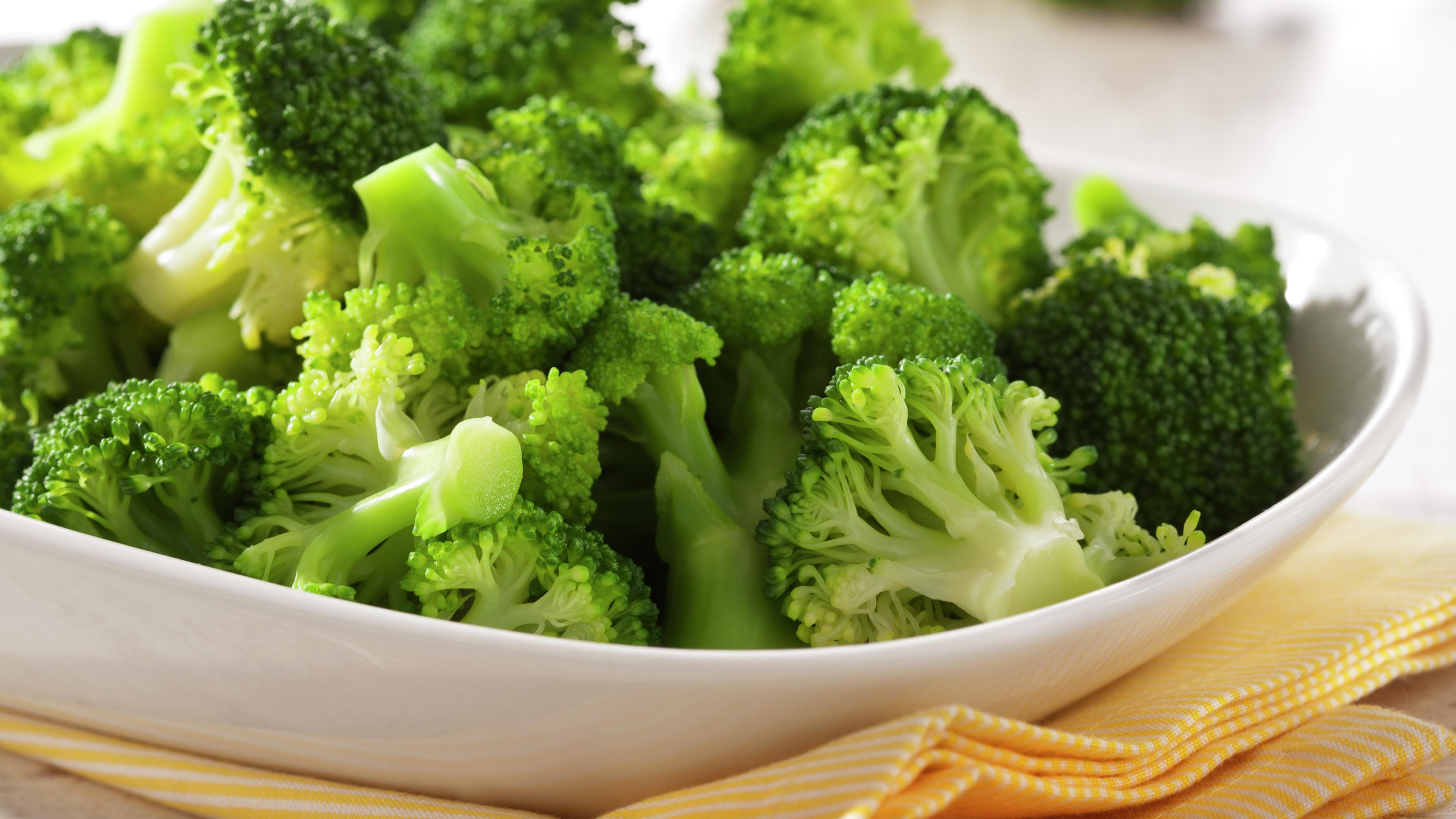 Cook broccoli in a bowl