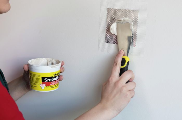 Applying the plaster with a spatula