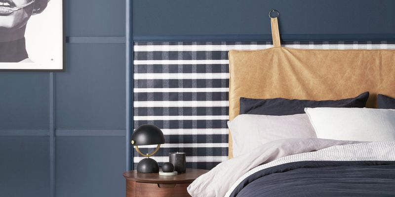 Bedroom with a navy blue colour scheme