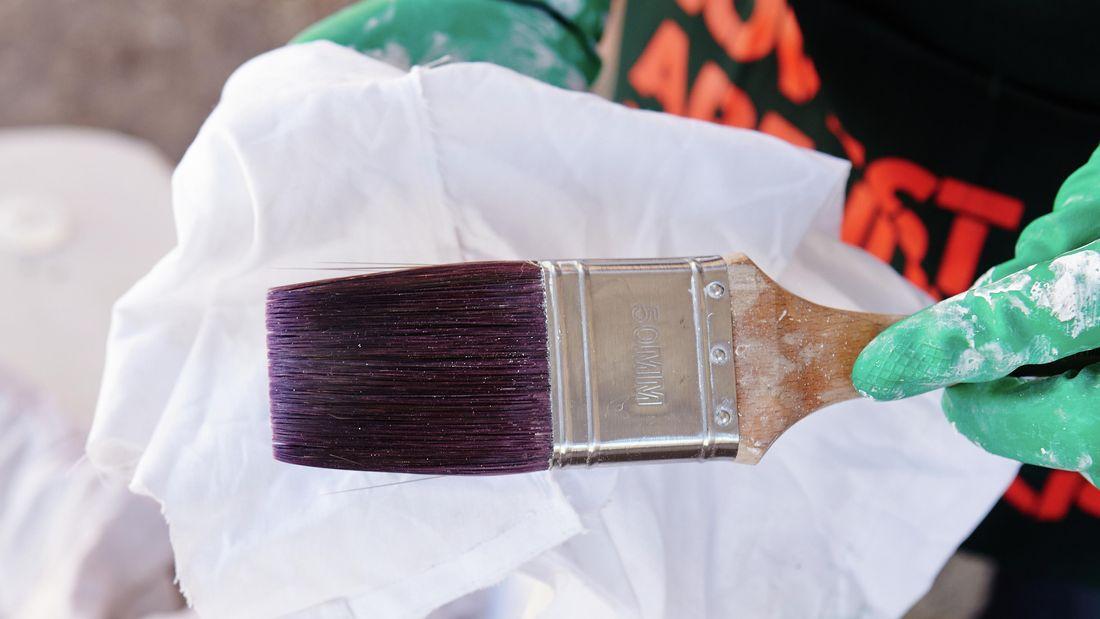 A clean paint brush