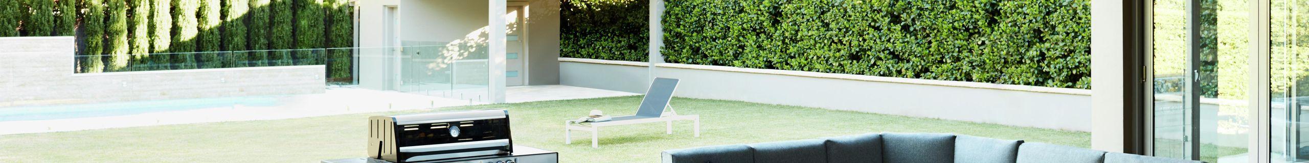 Outdoor furniture - Decking - BBQ - Backyard - Wide