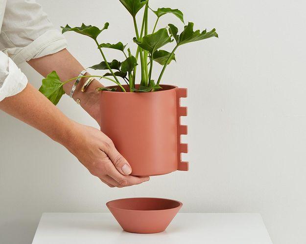Feature Pot - Zip - Dusty Rose w hands