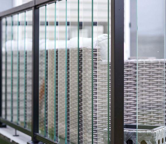 Aluminium and glass-paneled balustrade