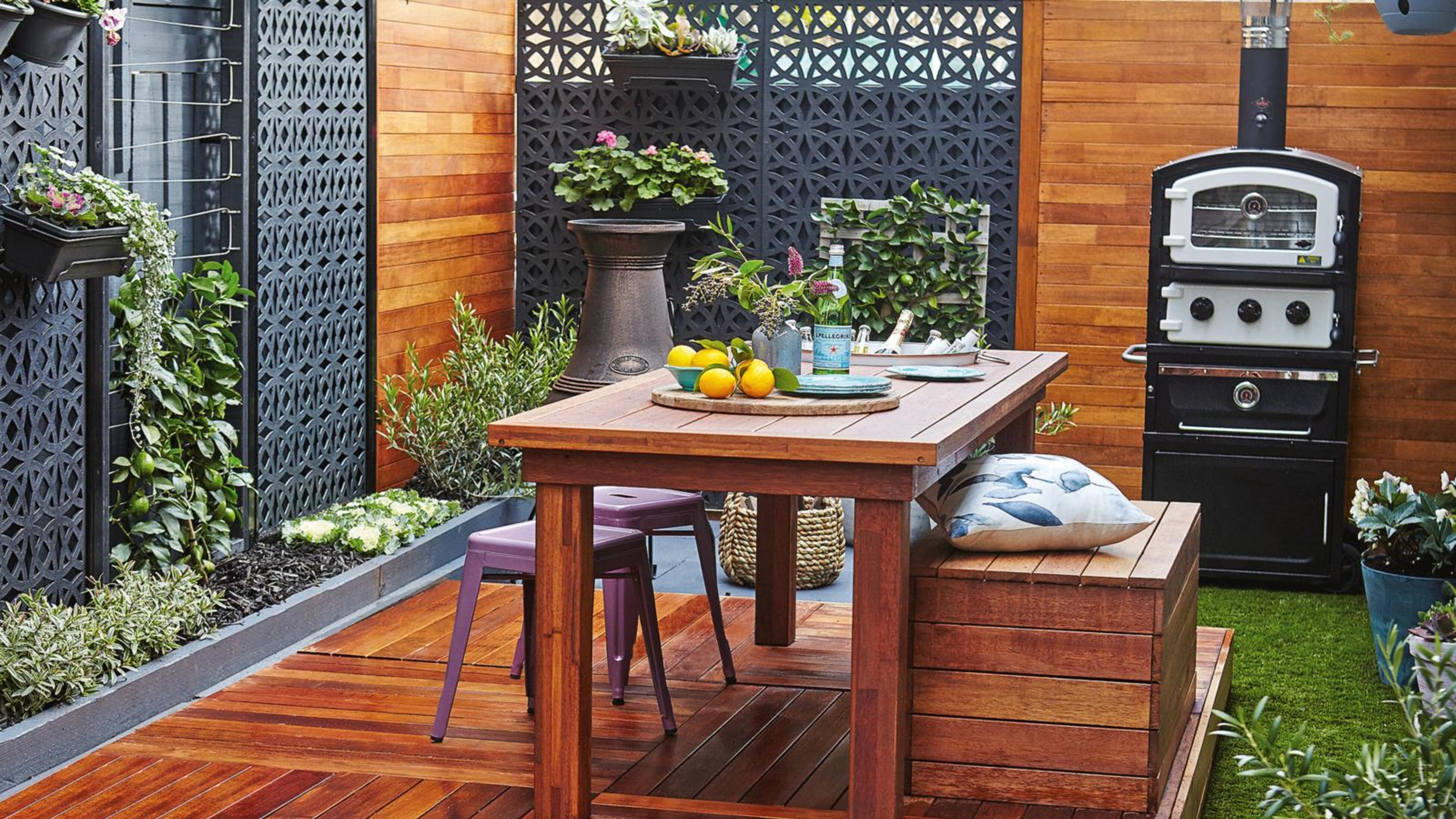 Outdoor entertaining area featuring black privacy screens.