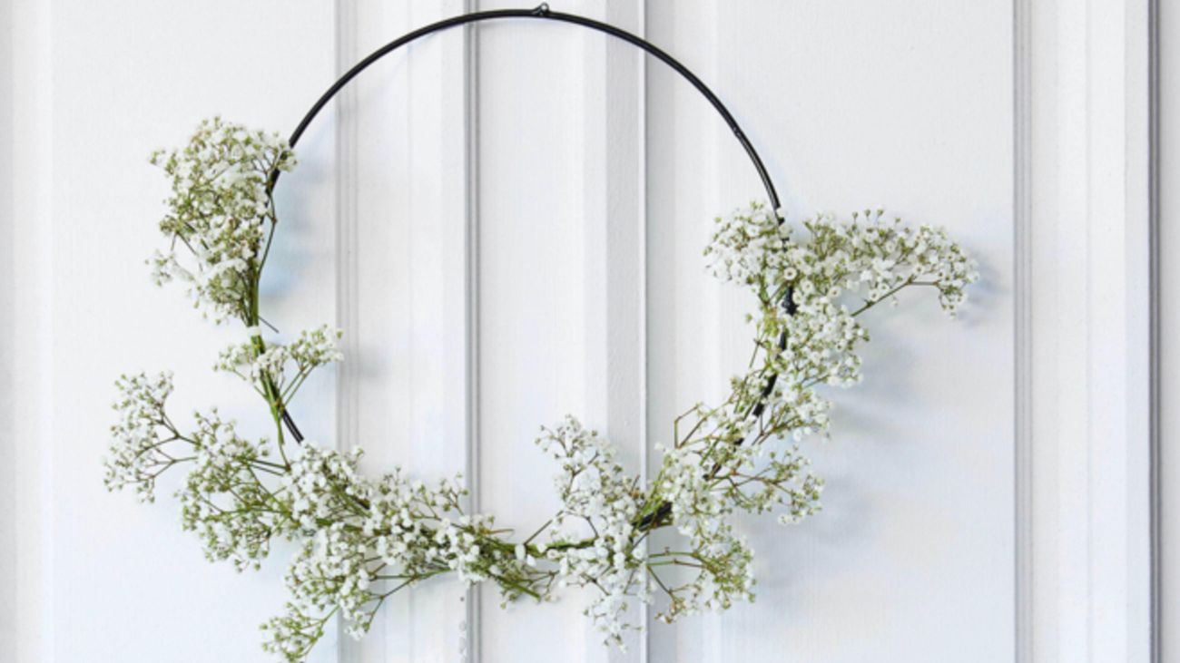 Christmas wreath made with baby's breath.
