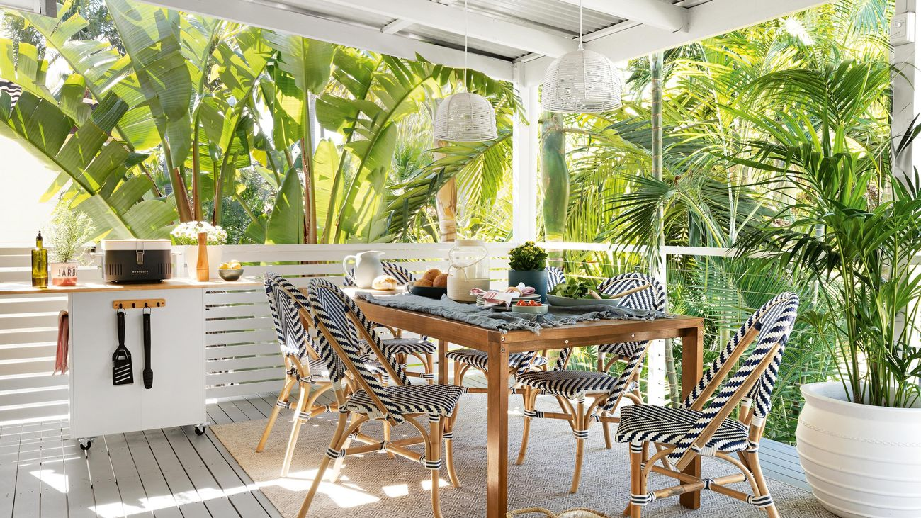 Hamptons style outdoor dining deck space