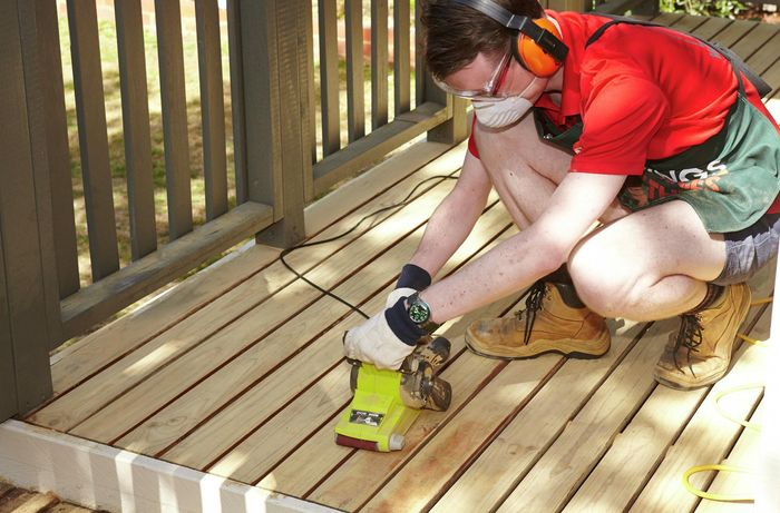 DIY - Step 2 - Sand large surfaces - How to sand a deck