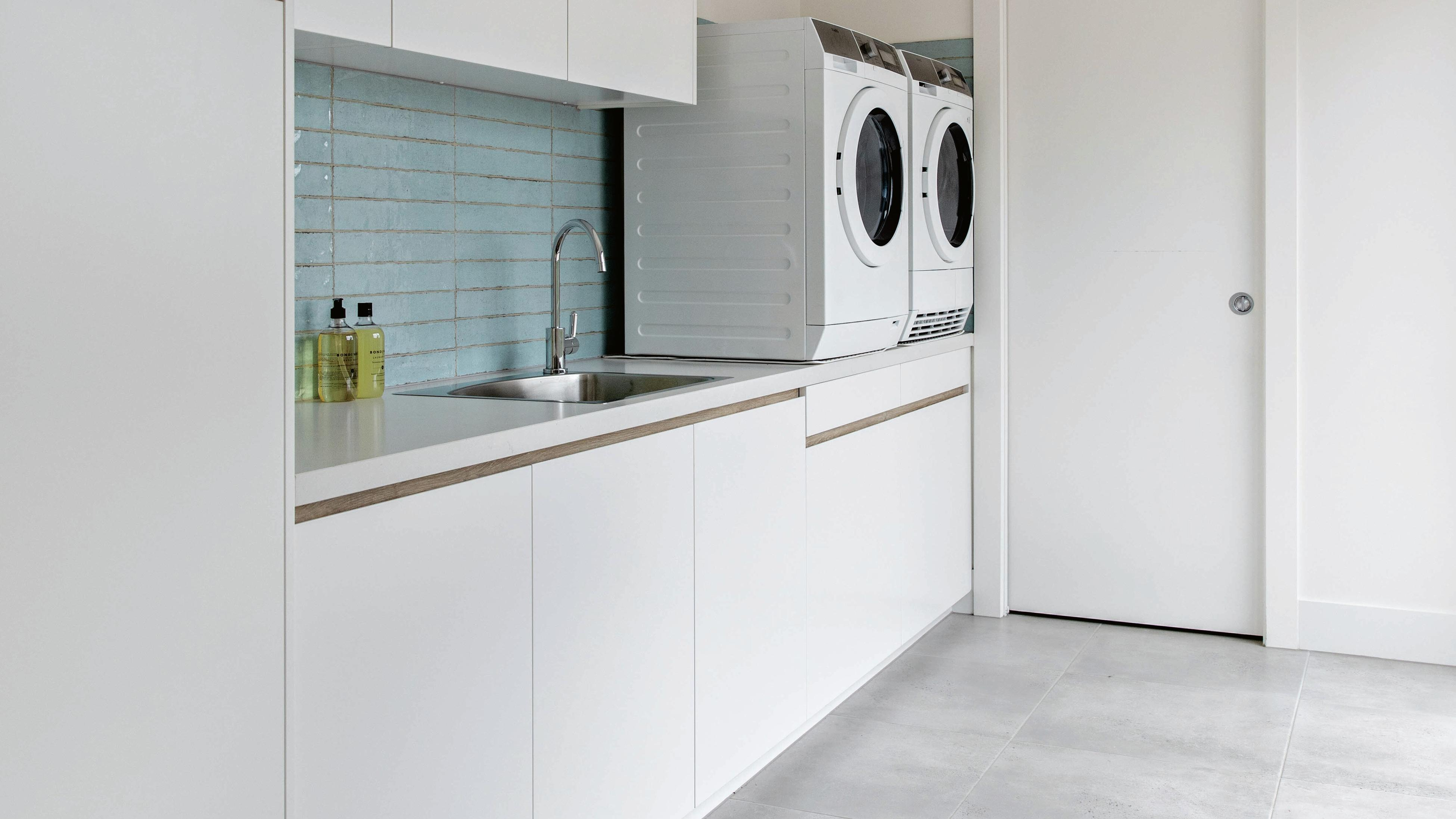 Laundry bench with washing machine and clothes dryer