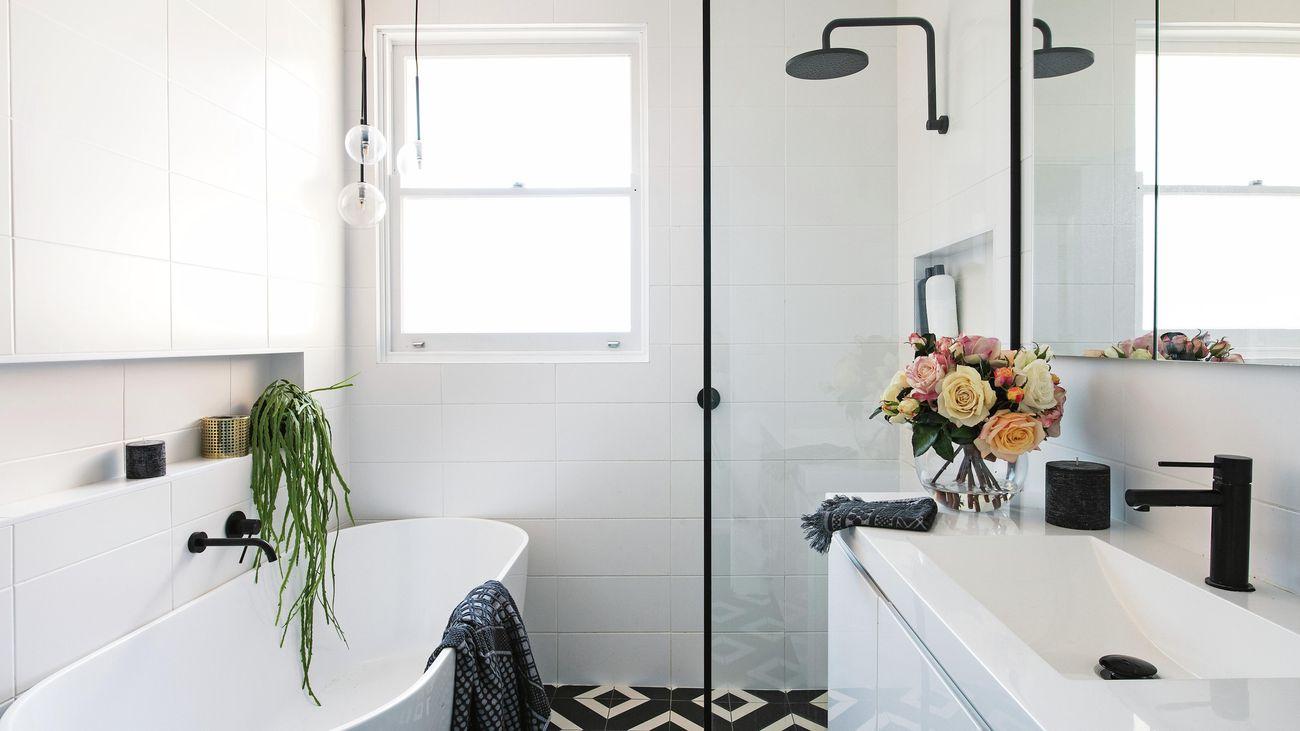 modern black and white bathroom with bathtub