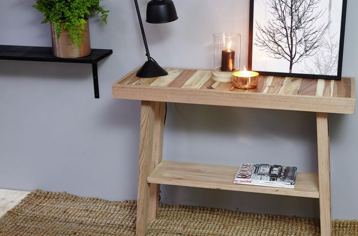 Complete D.I.Y. table in hallway with candle, lamp and framed picture