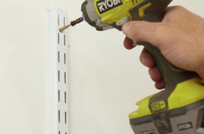 Screwing in brackets with a Ryobi drill
