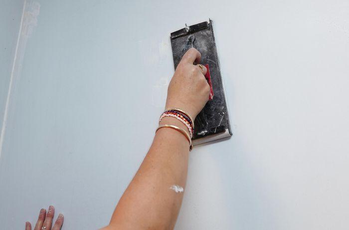 Applying gap filler using a paint scraper